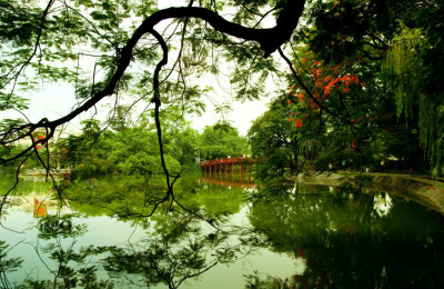 The Huc Hoan Kiem Lake