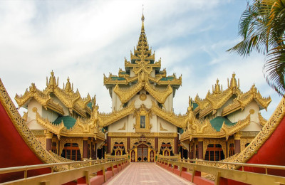 Karaweik Hall - Myanmar tour